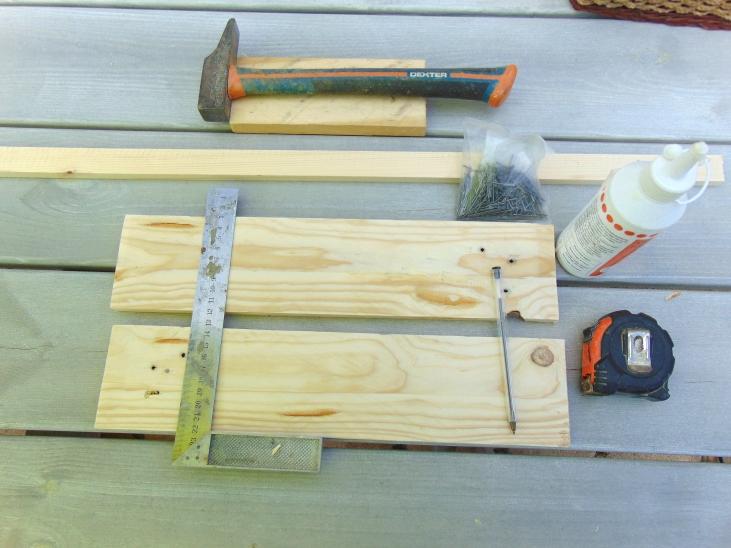fabriquer une tag re murale en bois. Black Bedroom Furniture Sets. Home Design Ideas
